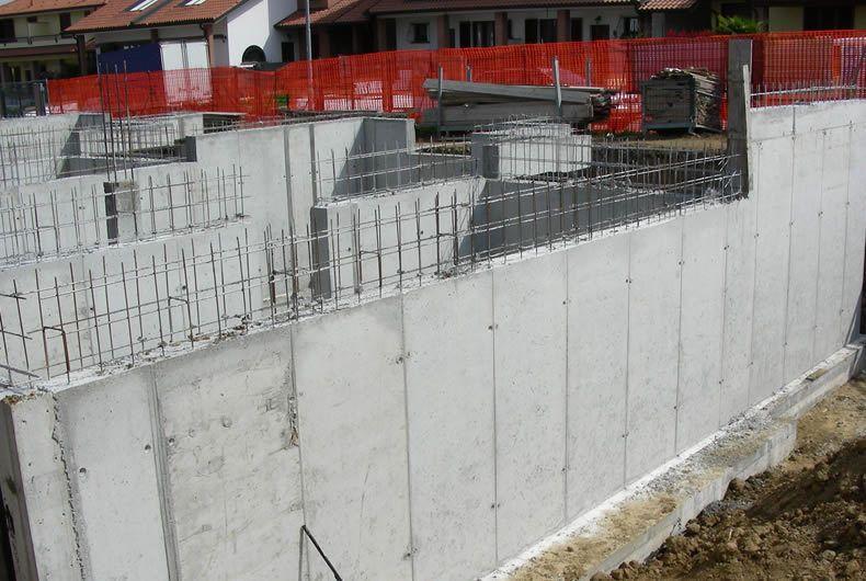 Fondamenta nuovo edificio in costruzione