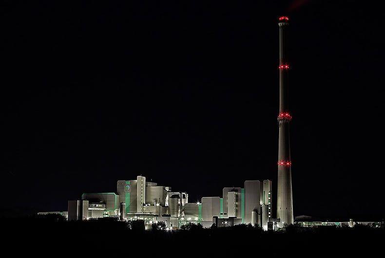 fabbrica vista notturna