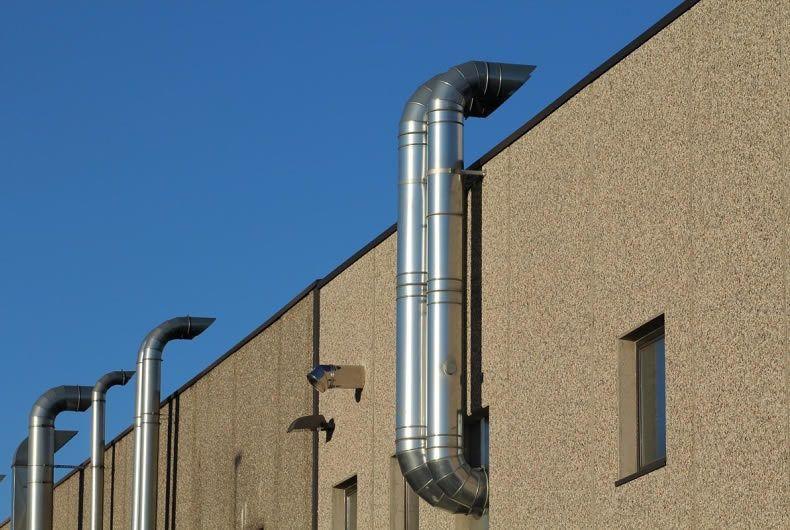 tubazioni esterne per emissioni in atmosfera