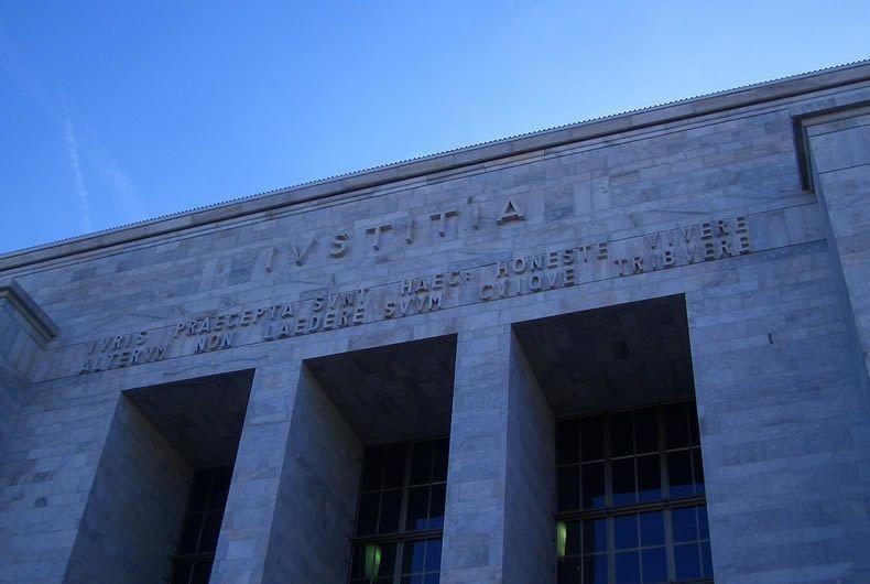 Vista Esterna Di Un Palazzo Di Giustizia