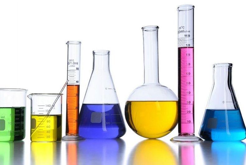 ampolle vetro con liquidi colorati