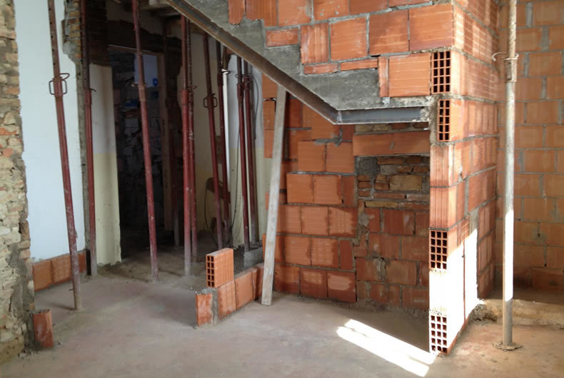 Costruzione di una parete in mattoni