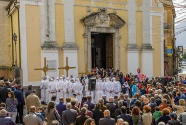 processione foto scattata all'esterno della chiesa